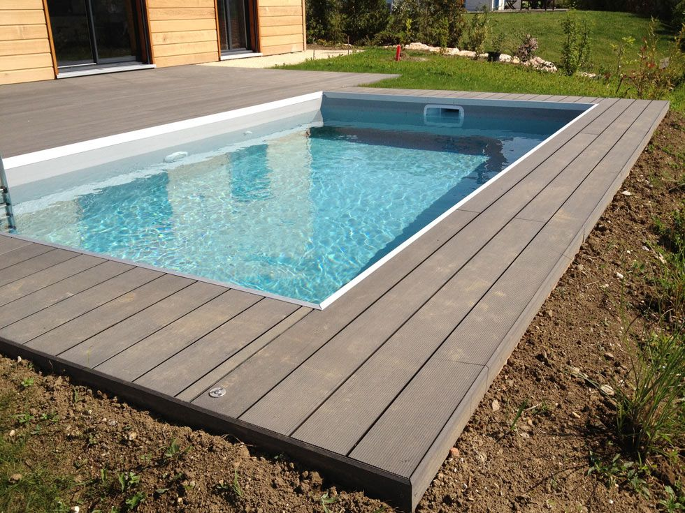 Abords de piscine en bois composite for Piscine hors sol composite gris