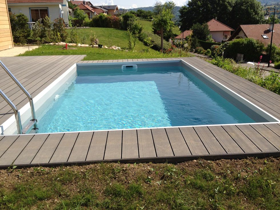 Abords de piscine en bois composite for Terrasse piscine composite