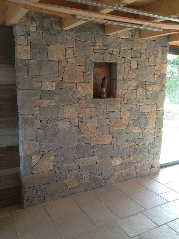 Habillage d\'un mur en pierres naturelles