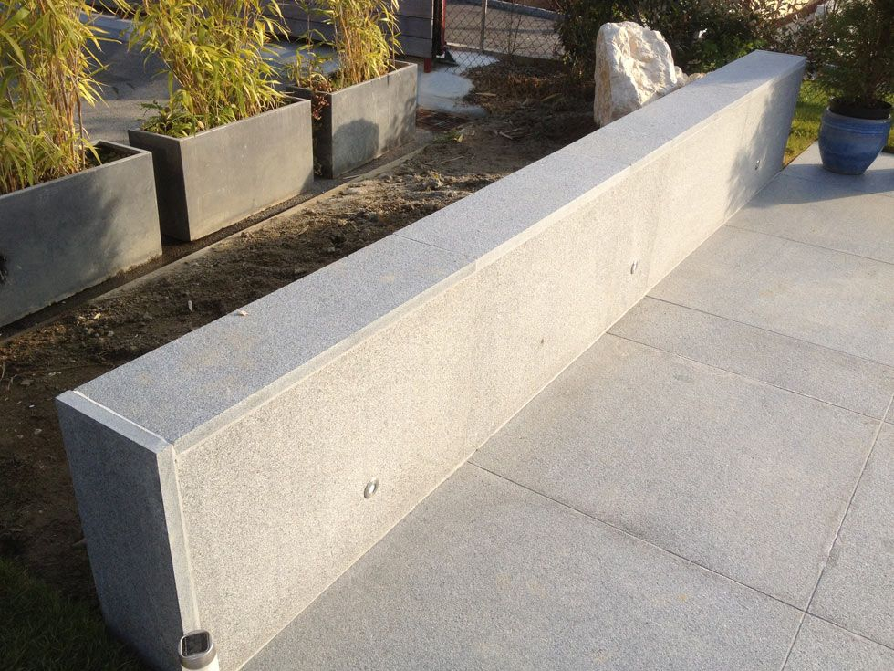 terrasse en pierres naturelles granit gris et caillebotis en ip. Black Bedroom Furniture Sets. Home Design Ideas