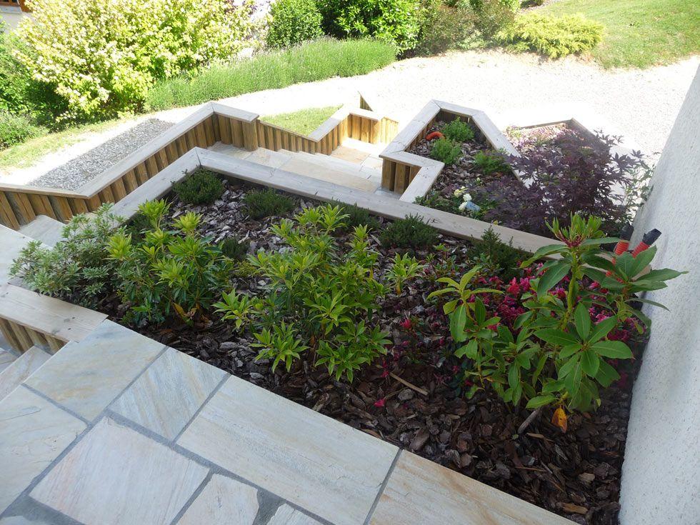 Terrasse en pierres naturelles quartzites et escalier for Escalier paysager