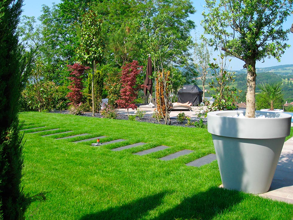 Pin Am Nagement D Un Jardin L G Rement En Pente On Pinterest