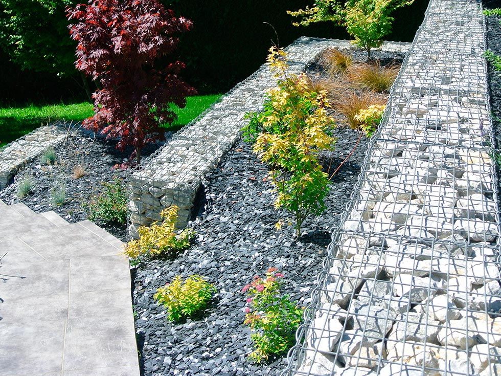 Pin am nagement d un talus apr s am nagement les jardins for Amenagement talus jardin
