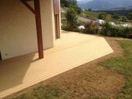 Terrasse en bois composite rainuré